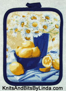 Lemons and daisies pot holder